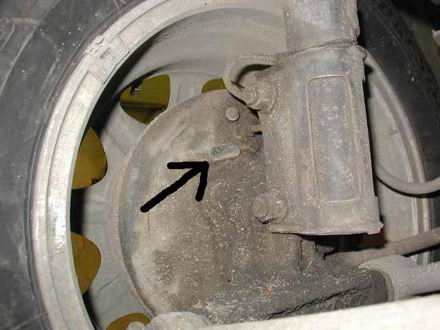Почему проваливается педаль тормоза при заведенном двигателе